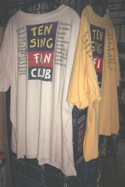 [Foto von TEN SING FANCLUB T-Shirts]